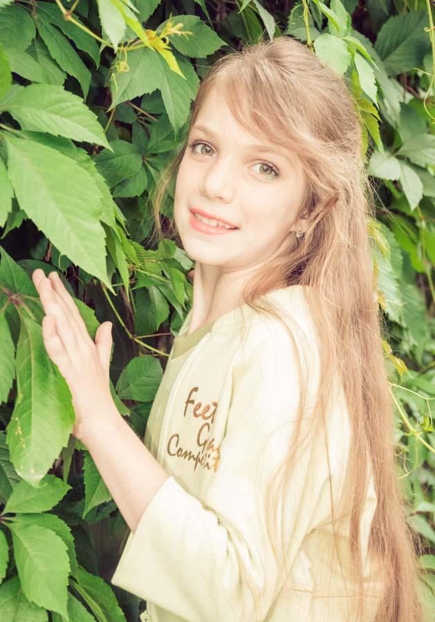 детская фотосессия в лесу летом