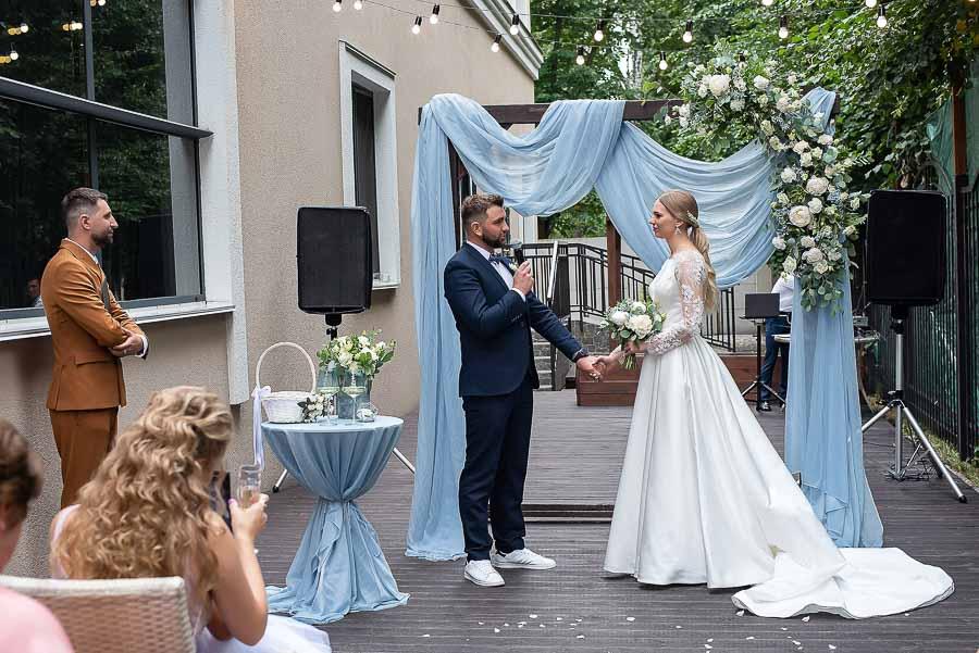 Свадебная фотосъемка в ресторане на выездной церемонии
